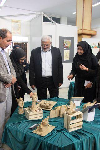 بازدید مدیرعامل کانون از نمایشگاه آثار اعضای مراکز کانون