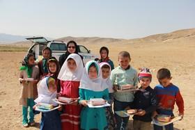 شادی دانشآموزان عشایری در روز جهانی کودک
