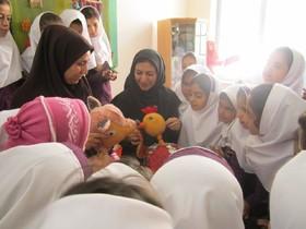 کودکان مهابادی به تماشای نمایش عروسکی نشستند