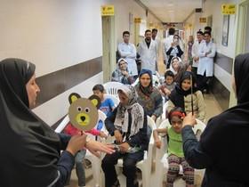 عیادت و دلجویی مربیان کانون شماره دو گنبد کاووس از کودکان بیمار