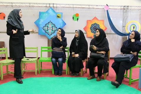 بازدید مربی مسئولان مراکز کانون تهران از نمایشگاه هفته ملی کودک