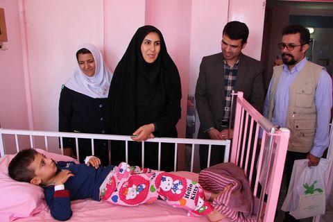 دیدار با کودکان بستری در بیمارستان بعثت سنندج