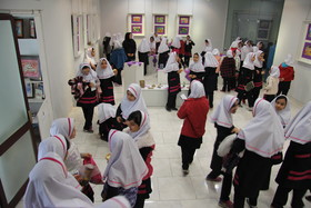 استقبال دانشآموزان از نمایشگاه آثار اعضا کانون در نگارخانه حوزه هنری ارومیه