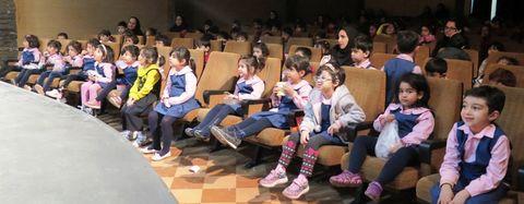 """گزارش تصویری اجرای پراستقبال""""دردسرهای حسن کچل"""" در سالن نمایش کانون استان قزوین"""