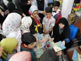 بازدید کلر ژوبرت از فروشگاه عرضه محصولات کانون و حضور در میان اعضای کودک و نوجوان مراکز کانون اصفهان