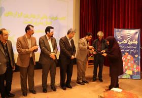 برگزیدگان و فعالان عرصه کتاب و کتابخوانی تجلیل شدند