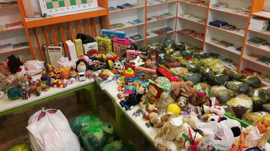 استقبال مردم ایران از طرح اهدای کتاب و اسباببازی به مناطق زلزلهزده
