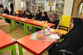 نشست صمیمی اعضای کتابخوان کانون شماره یک و فراگیر بیرجند با مدیر کل کانون خراسان جنوبی