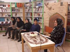آتوسا صالحی میهمان کتابخانه ۱۰ تهران شد