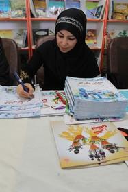 """سعیده اصلاحی در جشن امضای کتاب """"انشای یک ابر"""" در یاسوج"""