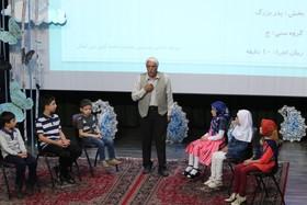 پدربزرگی از آذربایجانغربی برگزیده جشنواره قصهگویی شد