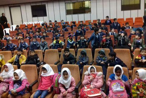 استقبال پرشور کودکان گلستانی از نمایش موزیکال «دمدوز»