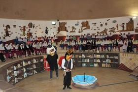 """اجرای نمایش عروسکی"""" حسنی و مرغ کاکل زری"""" در کانون شماره 3 کرمان"""