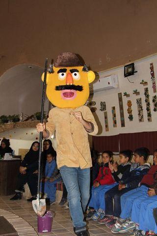 نمایش عروسکی حسنی و مرغ کاکل زری در مرکز 3 کرمان