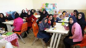 کارگاه کاردستی مرکز فراگیر کانون تبریز  با موضوع دههی مبارک فجر