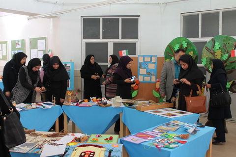 افتتاح نمایشگاه دست سازههای اعضا کانون خوزستان در اهواز  به مناسبت دههی مبارک فجر