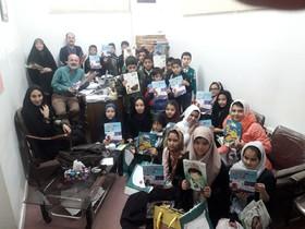 حضور اعضای فعال ادبی کودک دختر و پسر مراکز شماره ۷ و ۸ کانون استان قم در دفتر مجله ی پوپک