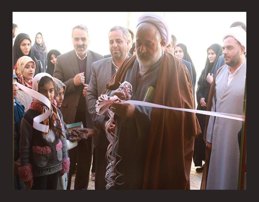 """نمایشگاه """"دستسازهها"""" در شهرستان میبد گشایش یافت"""