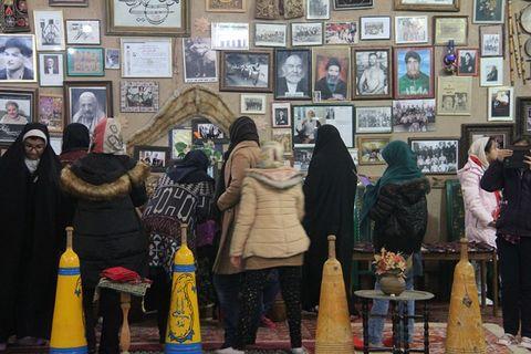 بازدید اعضای هنرمند مراکز کانون مشهد از موزه پهلوانی