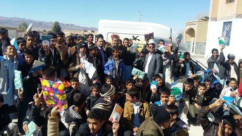 کتابخانهی سیار کانون مهمان دانش آموزان نصرت آباد در سیستان و بلوچستان