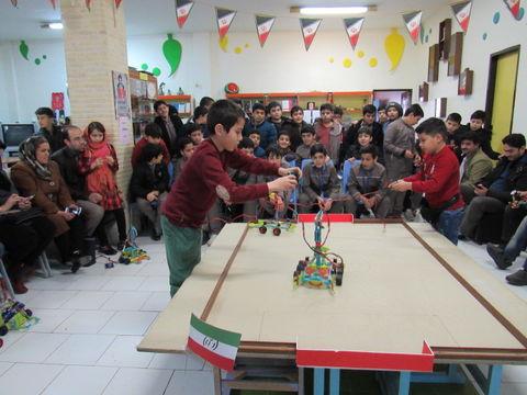 """مسابقه رباتیک با شعار""""نوجوانان؛ خودباوری و پیشرفت علمی"""" در مرکز 5 کانون اردبیل"""
