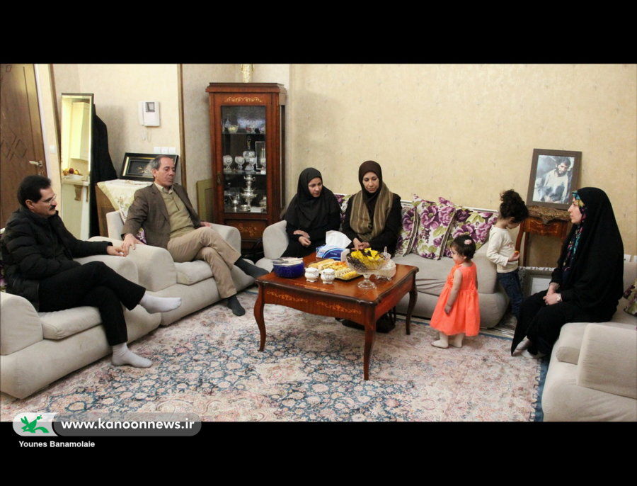 دیدار مدیر کل و همکارن کانون استان تهران با خانواده شهید بردبار / عکس از یونس بنامولایی