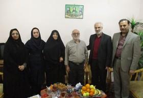 مدیرکل کانون به دیدار خانواده شهید عبدالله رضاپور رفت
