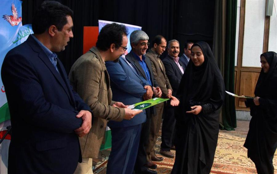 از برگزیدگان جشنوارهیاستانی شعرانقلاب تجلیل شد