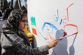 ایستگاه نقاشی و غرفه کاردستی کانون در مسیر راهپیمایی۲۲ بهمن