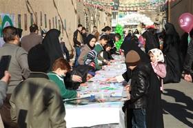 ایستگاه نقاشی ویژهی کودکان در کوچهی انقلاب یزد، برگزار شد
