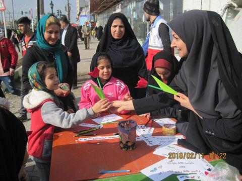 ایستگاه نقاشی کمیته کودک ونوجوان در راهپیمایی 22 بهمن