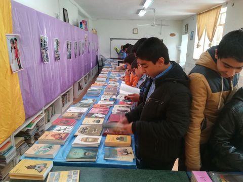 نمایشگاه کتاب  نوجوان در مدرسه پسرانه شاهد بیرجند برگزار شد
