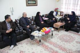 دیدار مدیرکل کانون آذربایجانغربی با خانواده شهدا