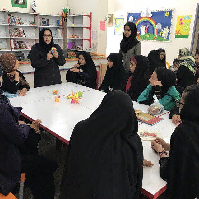 """"""" کاغذ و تا """" هنر مورد علاقهی اعضا در مراکز فرهنگی هنری سیستان و بلوچستان"""