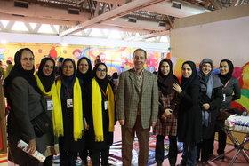 بازدید مدیر کل و کارشناسان کانون تهران از غرفه کانون در نمایشگاه توانمندیهای روستاییان