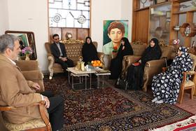 دیدار مدیرکل و کارکنان کانون سمنان با خانواده شهید نصیری به روایت تصویر