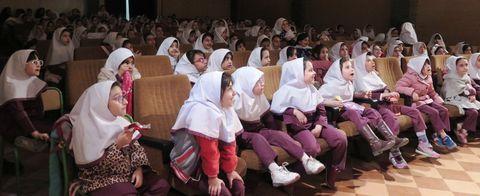 گزارش تصویری استقبال از اجرای نمایش «حکایت ننه سرما و عمو نوروز» در کانون استان قزوین