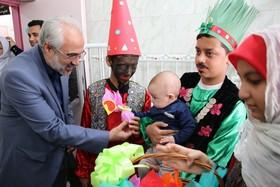 عمو نوروز کانون پرورش فکری گلستان در جمع کودکان بیمار