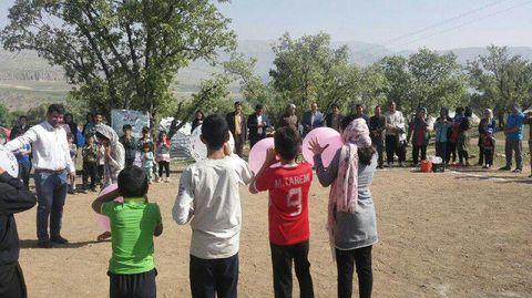 بچه های ایلامی  در دامن طبیعت از کانون ایلام عیدی گرفتند