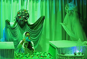 اجرای نمایش «هدیه اسرارآمیز» برای هنرمندان