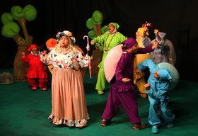 نمایش «پاهای خانم هزار پا» در مرکز تئاتر کانون اجرا میشود