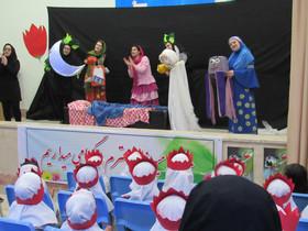 نمایش عروسکی «کمی نزدیکتر» میهمان نوآموزان پیشدبستانی آفاق در کانون نمین