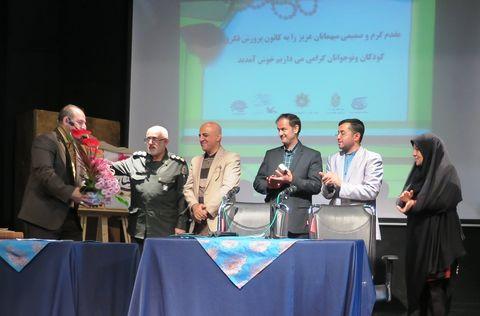 گزارش تصویری مراسم رونمایی از کتاب «بوسه بر غبار»در کانون استان قزوین