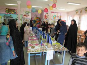 آثار نقاشی و سفال اعضای مرکز شمارهی چهار کانون اردبیل به نمایش گذاشته شد