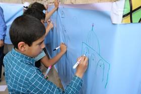 برپایی ایستگاه نقاشی در مسیر راهپیمایی روز قدس توسط کانون پرورش فکری کودکان و نوجوانان