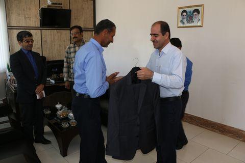اهدای لباس فرم جدید به همکاران حفاظت فیزیکی