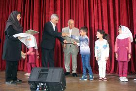تجلیل از برگزیدگان مسابقه نقاشی کانون با عنوان «آب نبض زندگی» با حضور معاون سیاسی امنیتی استانداری آذربایجان شرقی