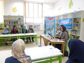 اولین انجمن ادبی مهتاب در نیشابور برگزار شد