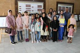 برپایی نمایشگاه تصویر گری آثار رضوی در اختتامیه سومین جشنواره تالیف کتاب رضوی توسط اعضای مراکز کانون پرورش فکری کودکان و نوجوانان شهرکرد