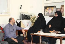 گزارش تصویری دیدار مدیر کل کانون استان قم و کارشناسان از خانواده شهیدان ملکمحمدی